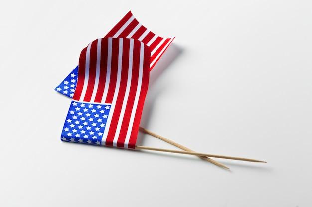 Flaga amerykańska odizolowywająca na bielu