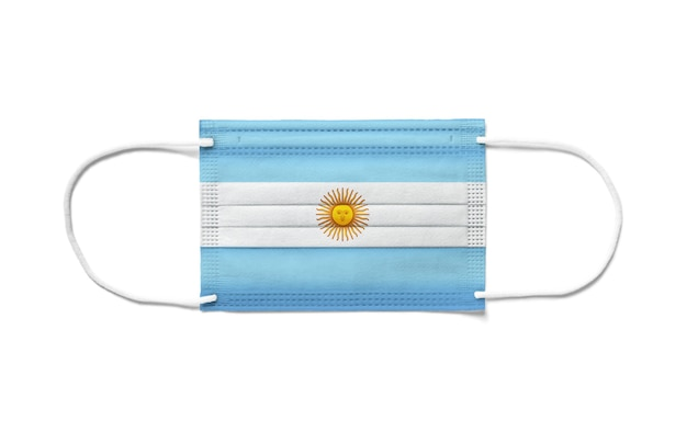 Flaga argentyny na jednorazowej masce chirurgicznej. białe tło na białym tle