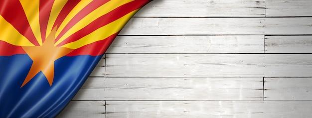 Flaga arizony na białym banerze ściennym z drewna, usa. ilustracja 3d