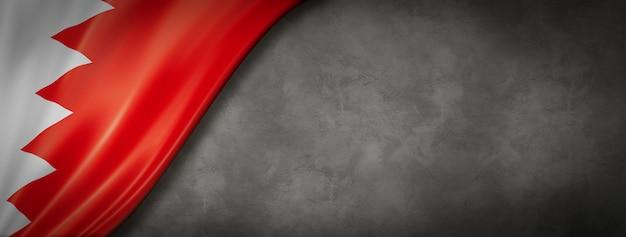Flaga bahrajnu na betonowej ścianie. poziomy baner panoramiczny. ilustracja 3d