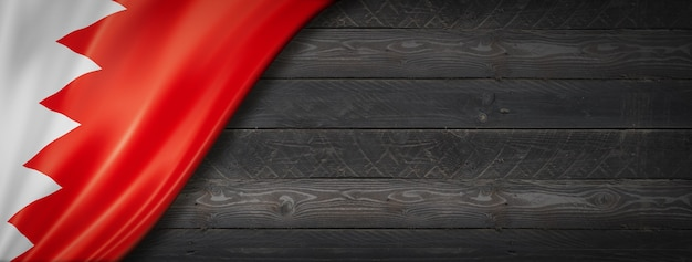 Flaga bahrajnu na czarnej ścianie z drewna