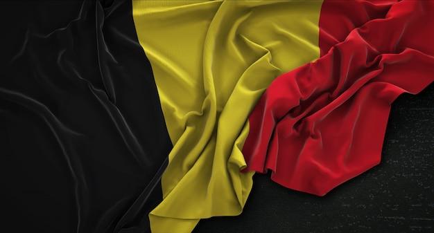 Flaga belgii pomarszczony na ciemnym tle renderowania 3d