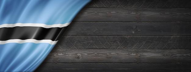 Flaga botswany na czarnej ścianie z drewna