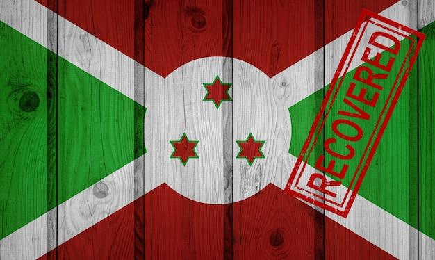 Flaga burundi, która przetrwała lub wyzdrowiała z infekcji epidemii koronawirusa lub koronawirusa. flaga grunge z pieczęcią odzyskane