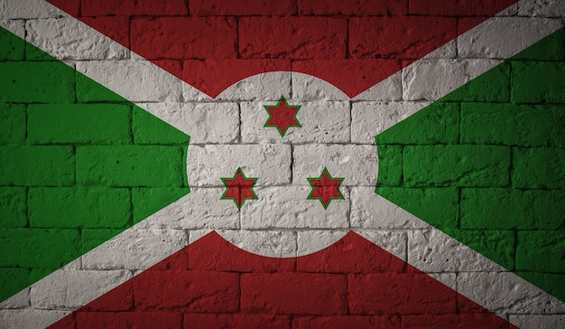 Flaga burundi na tle ściany grunge. oryginalne proporcje