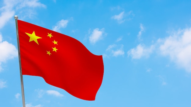Flaga chin na słupie. niebieskie niebo. flaga narodowa chin