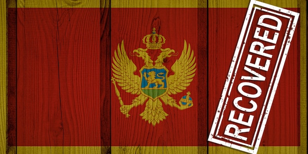 Flaga czarnogóry, która przeżyła lub wyzdrowiała z zakażenia epidemią koronawirusa lub koronawirusem. flaga grunge z pieczęcią odzyskane