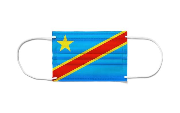 Flaga demokratycznej republiki konga na jednorazowej masce chirurgicznej. biała powierzchnia na białym tle