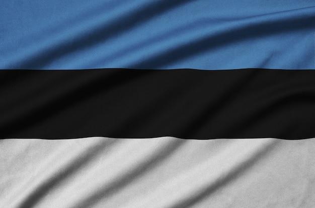 Flaga estonii z wieloma zakładkami.