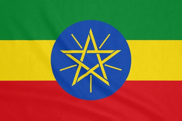 Flaga etiopii na teksturowanej tkaninie. symbol patriotyczny