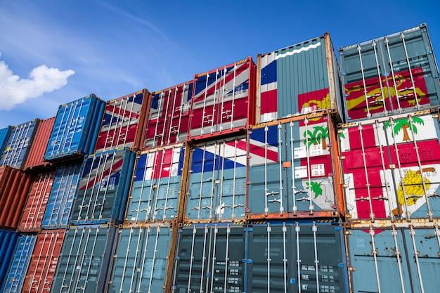Flaga fidżi na dużej liczbie metalowych pojemników do przechowywania towarów ułożonych w rzędach