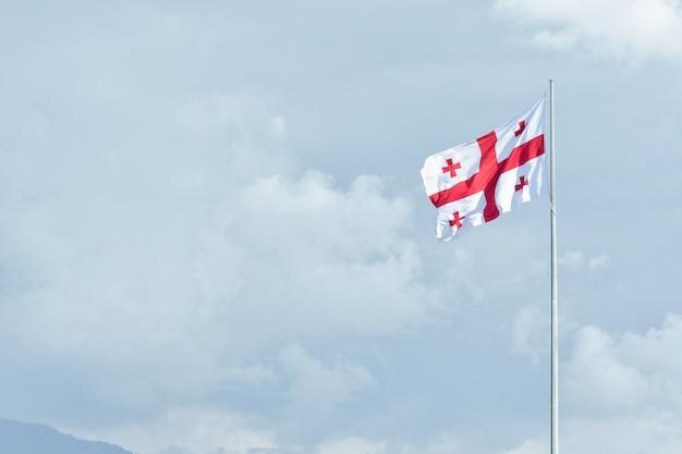 Flaga gruzji na maszcie