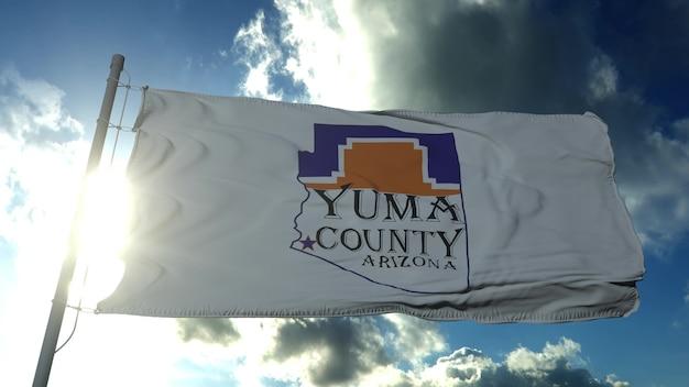Flaga hrabstwa yuma, stan arizona, stany zjednoczone macha na wietrze w błękitne niebo. renderowanie 3d
