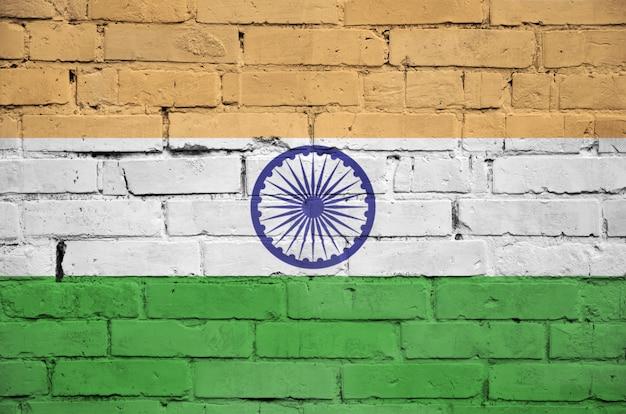 Flaga indii jest namalowana na starym murem