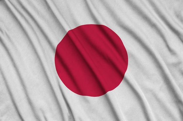 Flaga japonii jest przedstawiona na sportowej tkaninie z wieloma zakładkami.