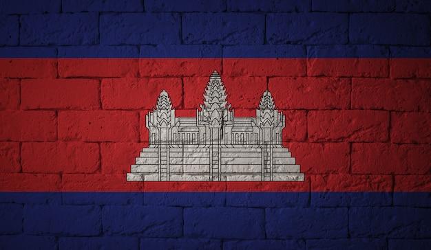 Flaga kambodży na tle ściany grunge. oryginalne proporcje