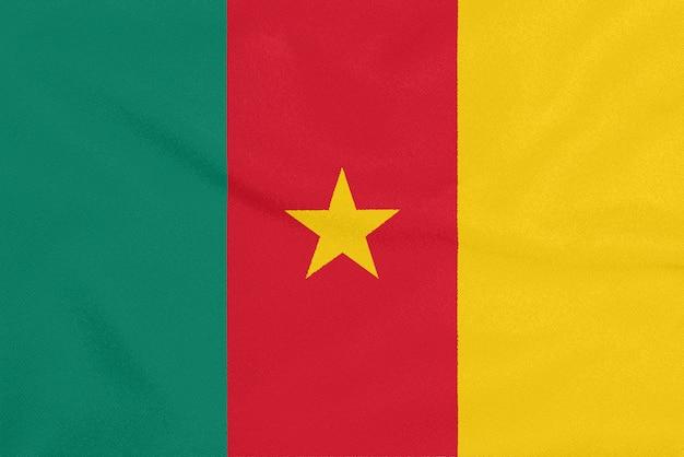 Flaga kamerunu na teksturowanej tkaninie