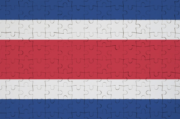 Flaga kostaryki jest przedstawiona na złożonej układance