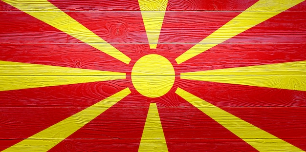 Flaga macedonii północnej malowane na tle starego drewna deski