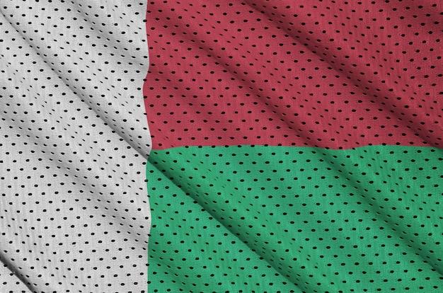 Flaga madagaskaru wydrukowana na nylonowej siatce odzieży sportowej z poliestru