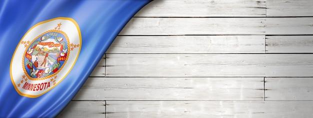 Flaga minnesoty na białym tle drewna, usa. ilustracja 3d