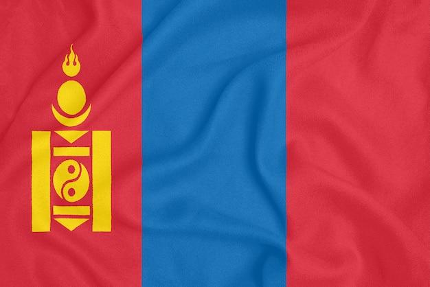 Flaga mongolii na teksturowanej tkaninie. symbol patriotyczny