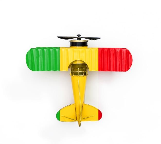 Flaga narodowa mali podróży metalowy samolot zabawka na białym tle