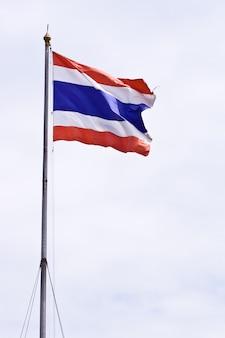 Flaga narodowa tajski na wietrze