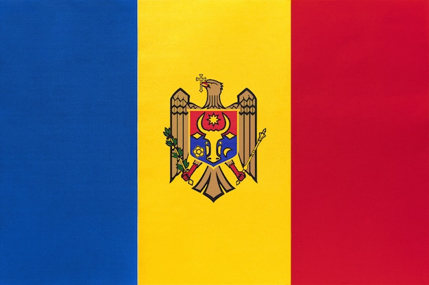 Flaga narodowa tkaniny mołdawii, symbol międzynarodowego kraju europejskiego świata.