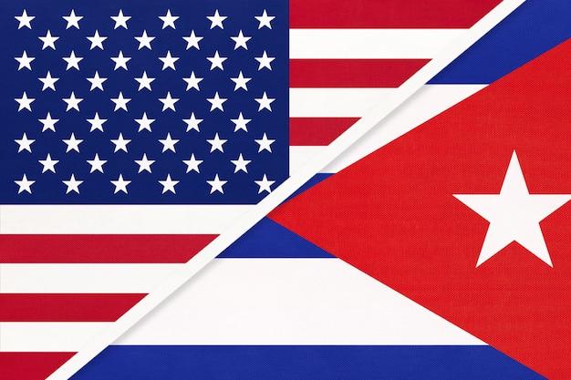 Flaga narodowa usa vs kuba. relacje między dwoma krajami.