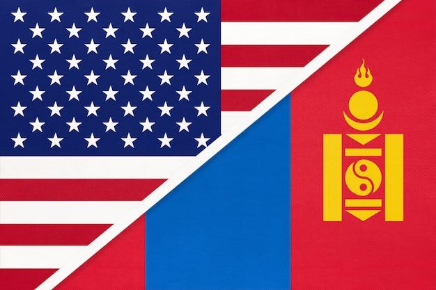Flaga narodowa usa vs mongolii z tkanin. relacje między dwoma krajami amerykańskimi i azjatyckimi.