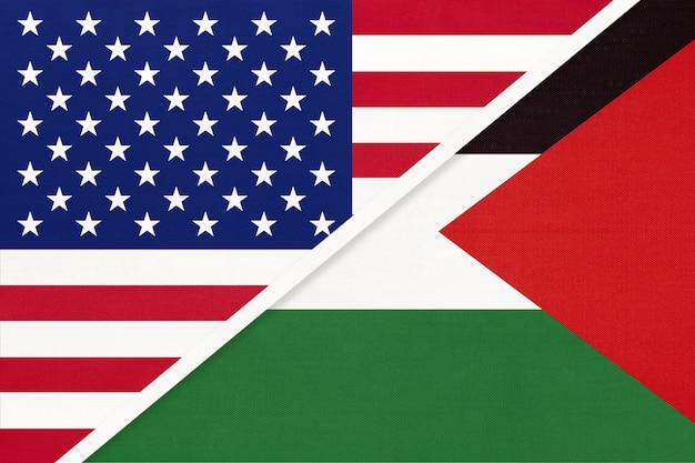 Flaga narodowa usa vs palestyny z tekstyliów. relacje między dwoma krajami amerykańskimi i azjatyckimi.