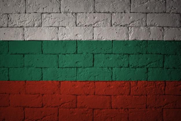 Flaga o oryginalnych proporcjach. zbliżenie flaga grunge bułgarii