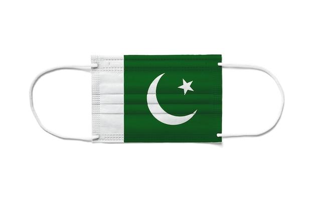 Flaga pakistanu na jednorazowej masce chirurgicznej. białe tło na białym tle