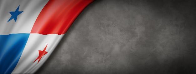 Flaga panamy na betonowej ścianie. poziomy baner panoramiczny. ilustracja 3d