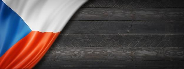 Flaga republiki czeskiej na czarnej ścianie z drewna