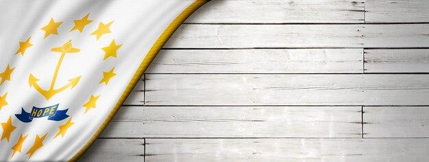 Flaga rhode island na białej ścianie z drewna, usa. ilustracja 3d
