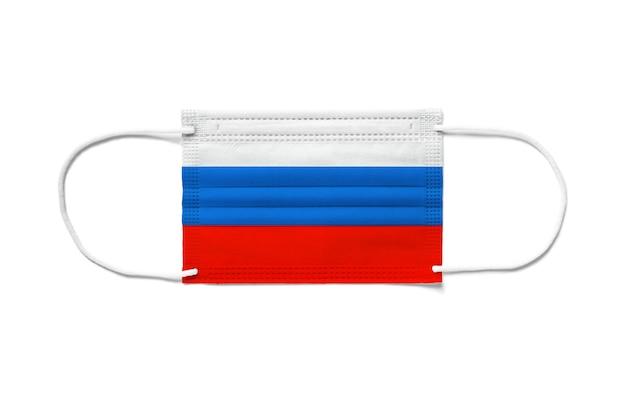 Flaga rosji na jednorazowej masce chirurgicznej. białe tło na białym tle