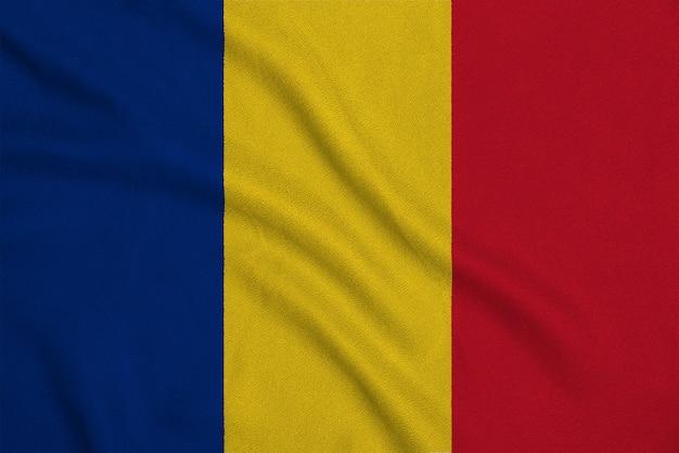 Flaga rumunii z fabrycznej dzianiny.