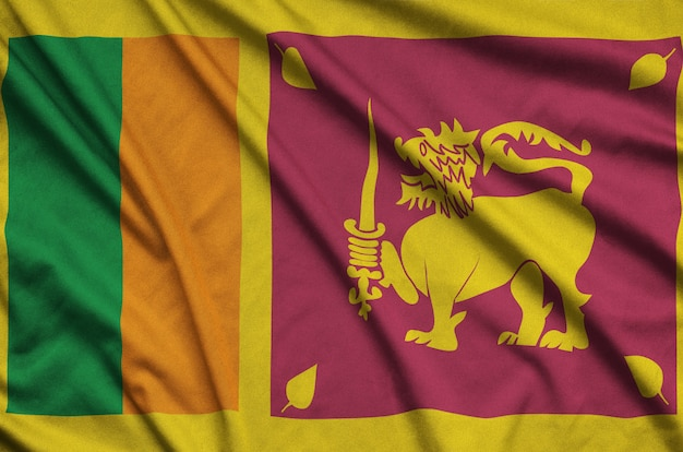 Flaga sri lanki z wieloma fałdami.