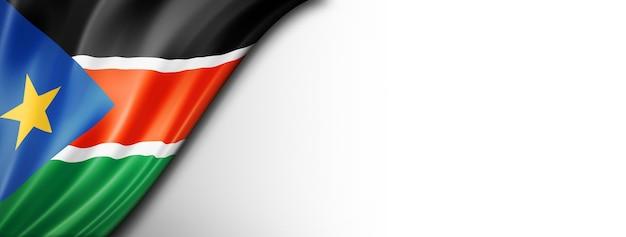 Flaga sudanu południowego na białym tle. poziomy baner panoramiczny.