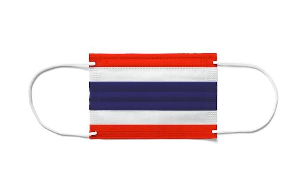 Flaga tajlandii na jednorazowej masce chirurgicznej. białe tło na białym tle