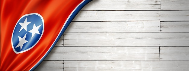 Flaga tennessee na białej ścianie z drewna, usa. ilustracja 3d