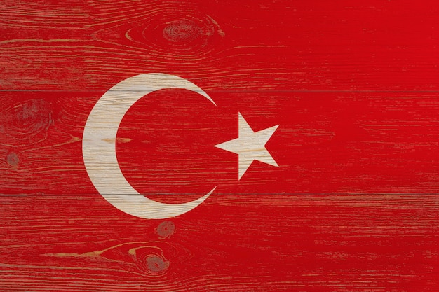 Flaga turcji namalowana na drewnianych deskach