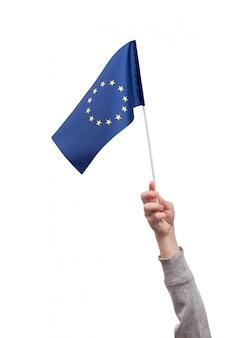 Flaga unii europejskiej w dłoni dziecka na białym tle na białe miejsca. rama pionowa