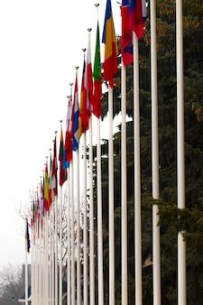 Flagi narodowe krajów na całym świecie.
