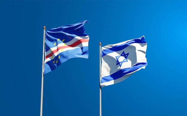 Flagi państwowe izraela i republiki zielonego przylądka razem na tle nieba