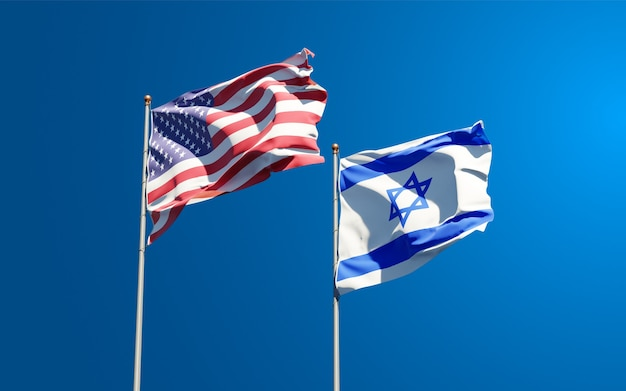 Flagi państwowe usa i izraela razem na tle nieba