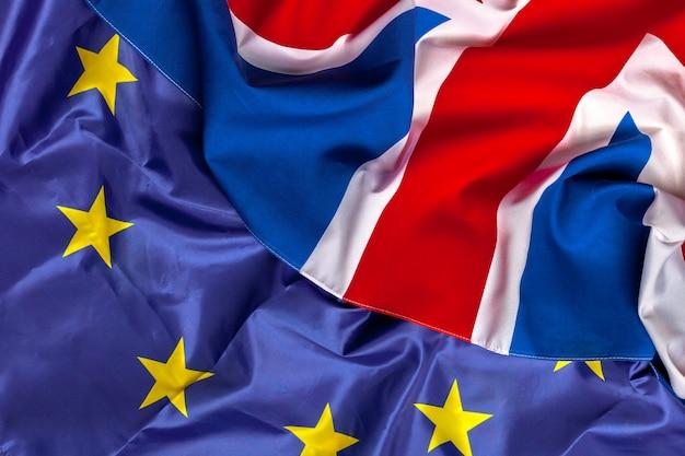 Flagi wielkiej brytanii i unii europejskiej