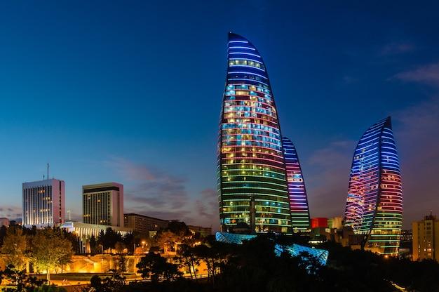 Flame towers to nowe drapacze chmur w baku w azerbejdżanie.